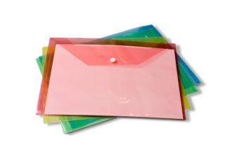 מעטפת פלסטיק עם חורי תיוק וסגירת צמדן
